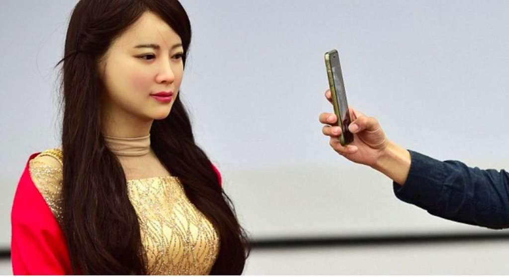 Jia Jia est une humanoïde au réalisme saisissant. © Xinhua, Barcroft Media
